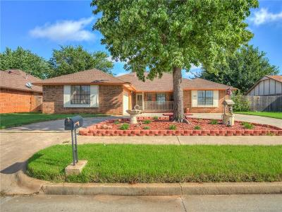 Moore Single Family Home For Sale: 317 Ember Glow