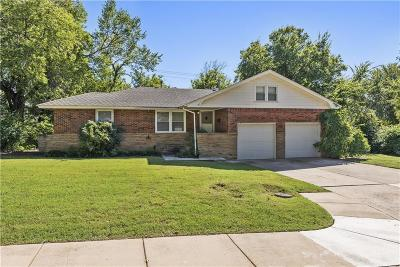 Edmond Single Family Home For Sale: 408 Benton Rd