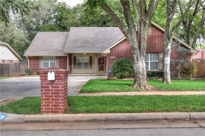 Moore Single Family Home For Sale: 204 N Hickory Lane