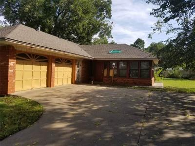 Del City Single Family Home For Sale: 1205 Brookdale Drive