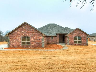 Oklahoma City Single Family Home For Sale: 15615 Greenleaf Lane