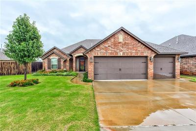 Single Family Home For Sale: 2404 Bear Crossing