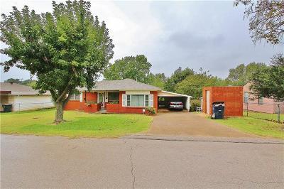Blanchard Single Family Home For Sale: 611 S Van Buren