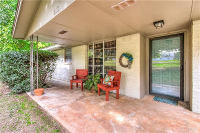 McClain County Single Family Home For Sale: 813 W Highway 130