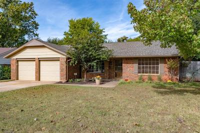 Norman Single Family Home For Sale: 217 Woodside