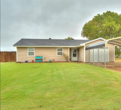 Newcastle Single Family Home For Sale: 1009 N Eunice Ave