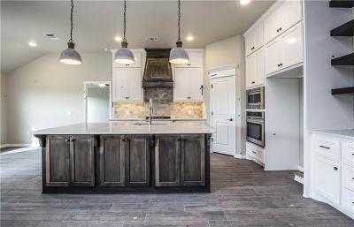 Yukon Single Family Home For Sale: 1916 Hobo Street