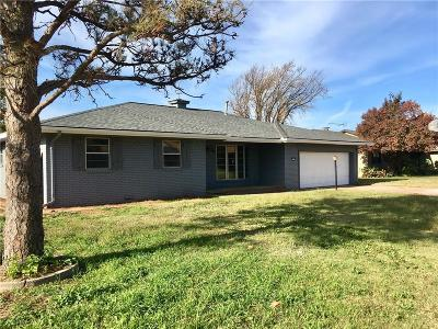 Elk City Single Family Home For Sale: 117 Ramsey
