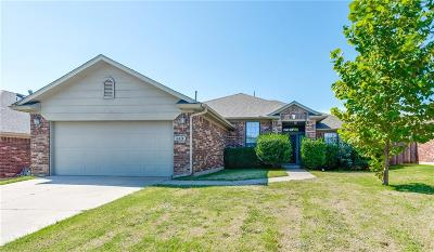 Moore Single Family Home For Sale: 613 Hedgewood Drive