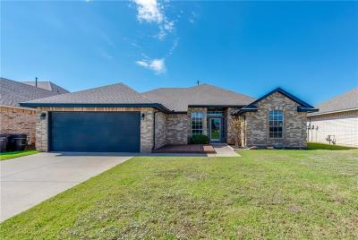 Moore Single Family Home For Sale: 605 Kelsi Drive
