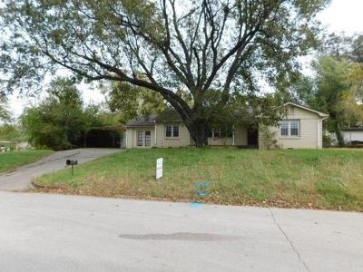 Purcell Single Family Home For Sale: 210 N 8th Avenue