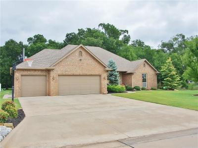 Shawnee Single Family Home For Sale: 2612 E Bradley