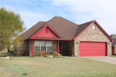 Beckham County Single Family Home For Sale: 303 Maverick