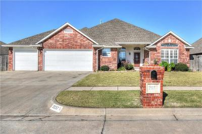 Moore Single Family Home For Sale: 2037 Oak Drive