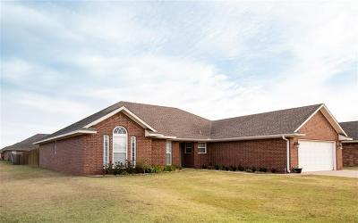 Altus Single Family Home For Sale: 1801 Foxtail Circle