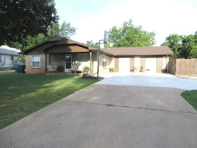Chickasha OK Single Family Home For Sale: $94,500