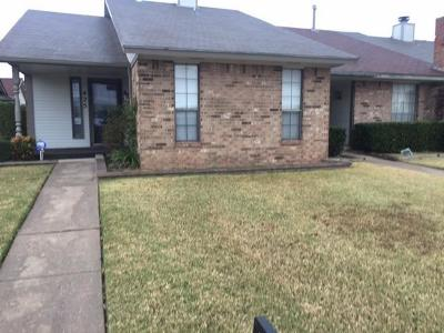 Midwest City Condo/Townhouse For Sale: 425 W Curtis