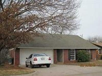 Edmond Single Family Home For Sale: 1521 Edgewood Drive