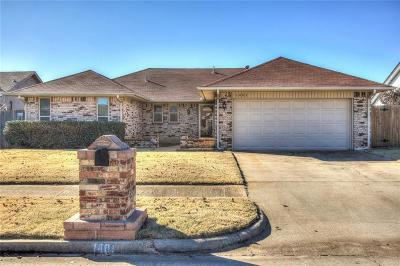 Moore Single Family Home For Sale: 1401 Smoking Tree