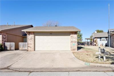 Oklahoma City Attached For Sale: 353 SW 92nd Street