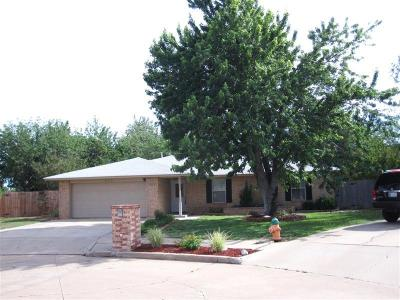 Altus Single Family Home For Sale: 609 Rosehaven Drive