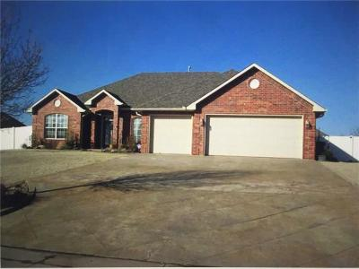 Shawnee Single Family Home For Sale: 1608 Pecan Crossing