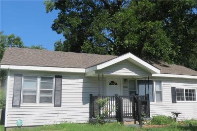 Single Family Home For Sale: 1104 N Philadelphia