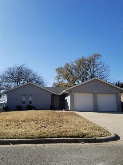 Moore Single Family Home For Sale: 1609 S Howard