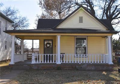 Guthrie Single Family Home For Sale: 517 E Cleveland