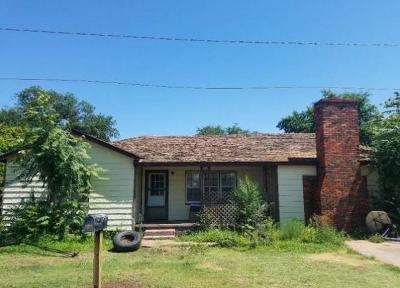 Beckham County Single Family Home For Sale: 313 W Enterprise