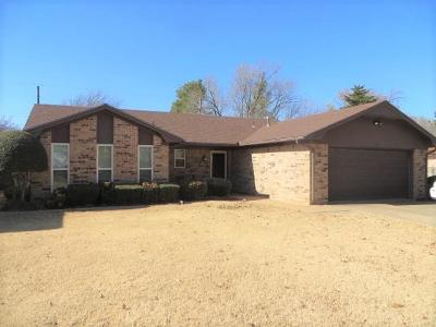 Chickasha OK Single Family Home For Sale: $131,000