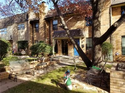 Canadian County, Oklahoma County Condo/Townhouse For Sale: 7807 Old Hickory Lane