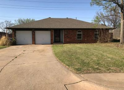 Edmond Single Family Home For Sale: 1210 Beano Bend