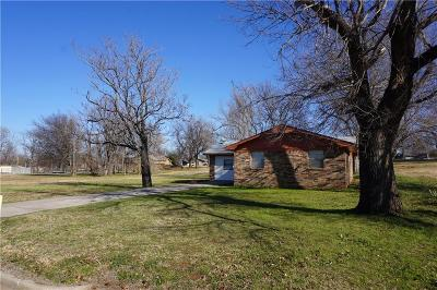 Chickasha OK Single Family Home For Sale: $69,500
