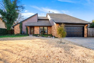 Oklahoma City Single Family Home For Sale: 3216 Castlerock