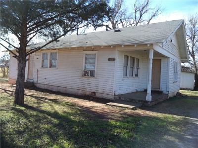 Chickasha OK Single Family Home For Sale: $25,000