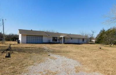 Blanchard OK Single Family Home For Sale: $55,500