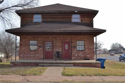 Cordell Multi Family Home For Sale: 307 N College
