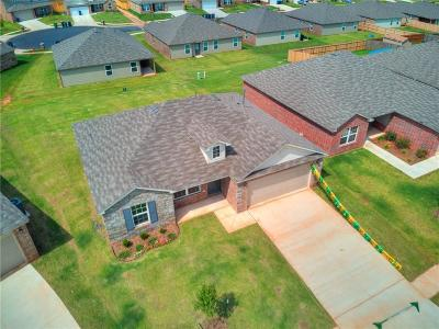 Midwest City Single Family Home For Sale: 806 Hallow Oak Court