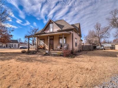 Tuttle Single Family Home For Sale: 407 SW 3rd