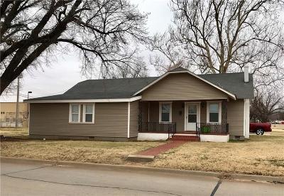 Elk City Single Family Home For Sale: 223 N Randall