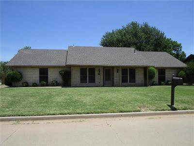 Altus Single Family Home For Sale: 908 Cambridge