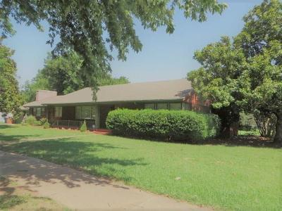 Chickasha OK Single Family Home For Sale: $172,500