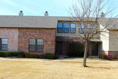 Edmond Condo/Townhouse For Sale: 13817 Crossing Way West