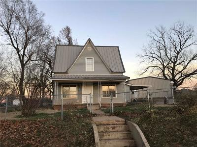 McClain County Single Family Home For Sale: 110 N Turner Street