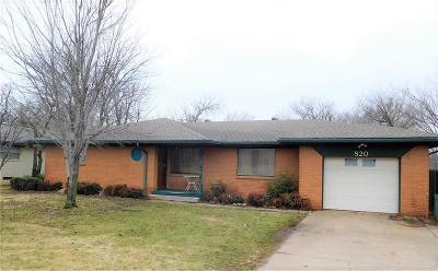 Canadian County Single Family Home For Sale: 820 S Country Club Road