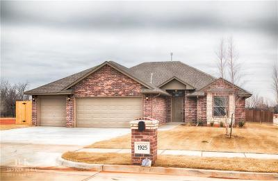 Single Family Home For Sale: 1925 W Crossbow Way