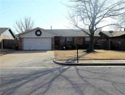 Edmond Single Family Home For Sale: 818 Hawthorne Lane