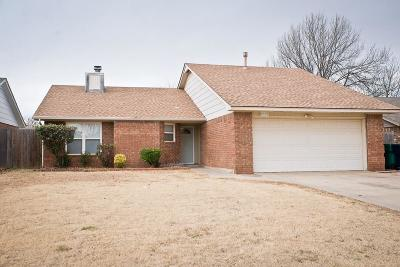 Oklahoma City Single Family Home For Sale: 8329 Woodhue Drive