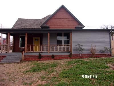 Single Family Home For Sale: 601 S Macomb